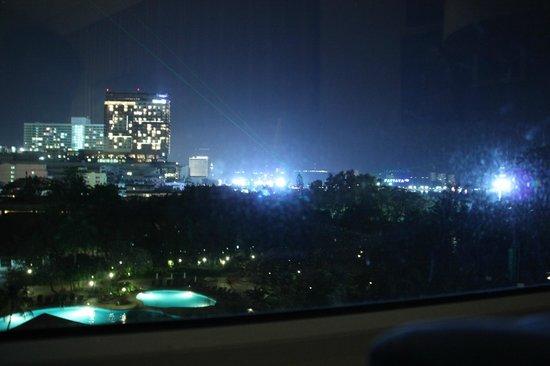 Hard Rock Hotel Pattaya:                   Ночью интереснее вид