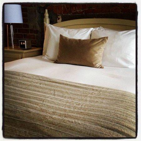 Le Saint-Pierre Auberge Distinctive:                   La chambre suite...