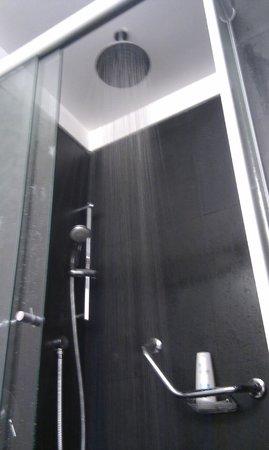 Fierro Hotel Buenos Aires:                   Shower