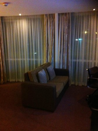 Holiday Inn Salisbury Stonehenge:                   Executive Room lounge area