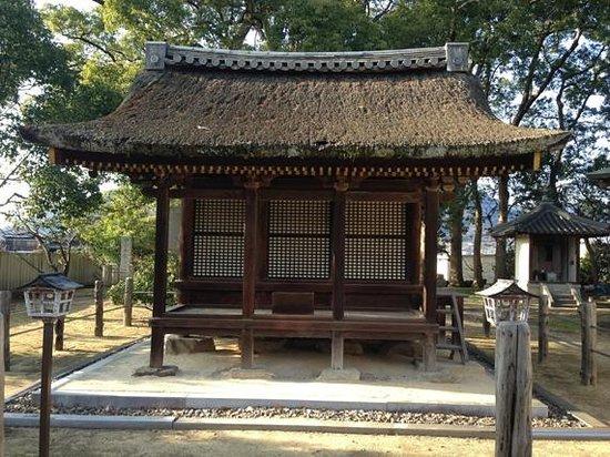 Motoyamaji temple :                   鎮守堂