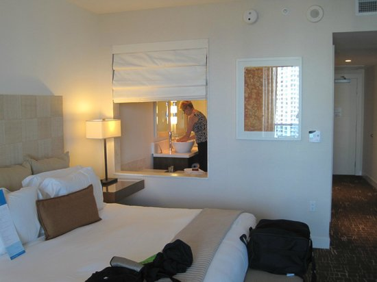 Kimpton EPIC Hotel:                   ROOM 2803
