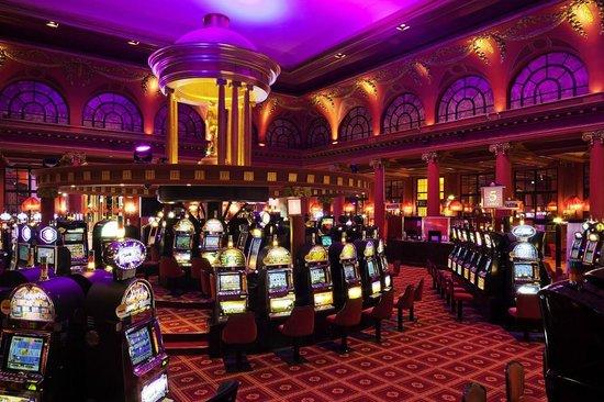 Casino Barriere de Deauville: Salle des Machines à Sous © Fabrice Rambert