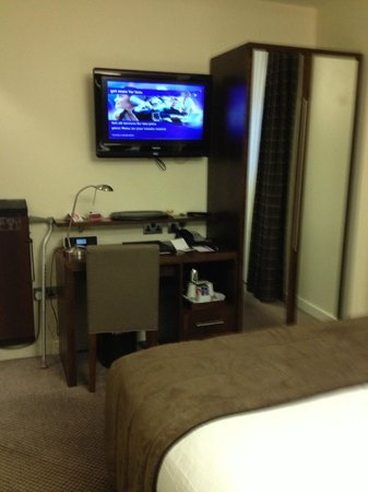 Mercure London Paddington Hotel:                   TV & Desk