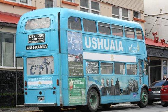 Ushuaia City Tour :                   Double Decker em sua Estação de Partida
