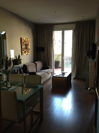 Grandom Suites:                   living room