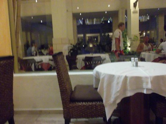 Piramides Resort:                   Restaurant area
