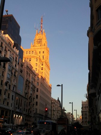 Madrid Motion Hostel:                                     Gran Vía, a lado del Hostal