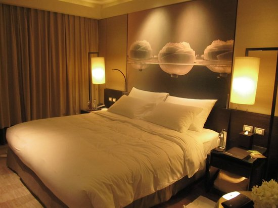 Siam Kempinski Hotel Bangkok:                   Real cozy bed and fine sheets