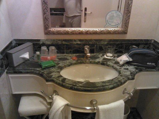 NH Firenze Anglo American:                   Il lavabo