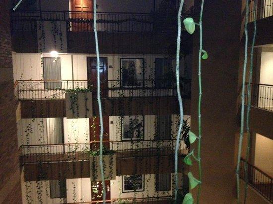 Embassy Suites by Hilton Bogota-Rosales:                   Innenhof