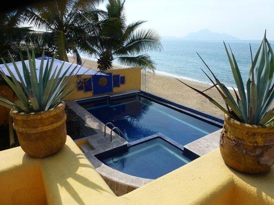 Hotelito Manzanillo Inn :                   Desde la terraza de la habitacion # 8