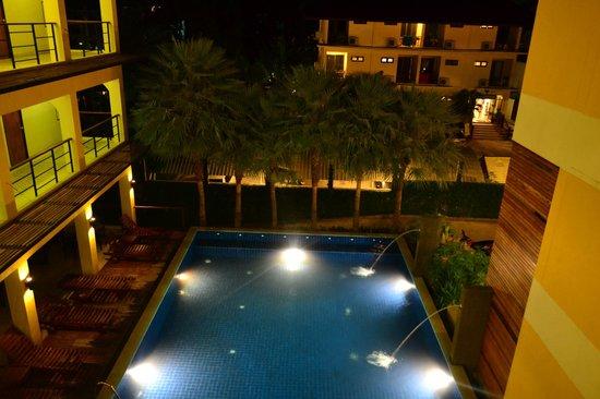 Keeree ele' Hotel:                   бассейн . вид с 3 этажа