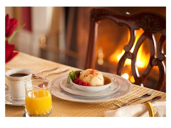 Caldwell House Bed and Breakfast : Poached Pear