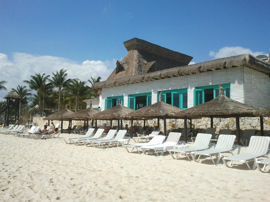 Mayan Palace Riviera Maya:                   Beach palapas in front of Havana Moon