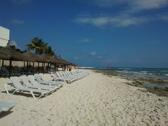 Mayan Palace Riviera Maya:                   Never a shortage of beach chairs