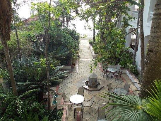 Zanzibar Serena Hotel :                   lush gardens on the grounds