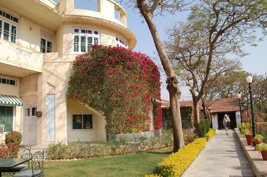Shikarbadi Hotel:                   Art deco elegance surrounded by wildlife