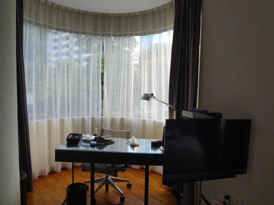 Fraser Residence Orchard, Singapore:                   wrk desk