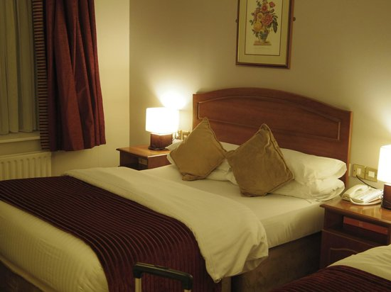 Cassidys Hotel:                   Room