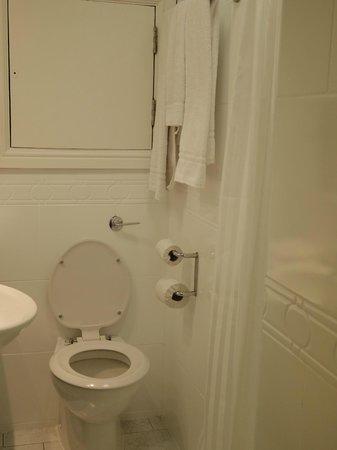 Cassidys Hotel:                   Bathroom