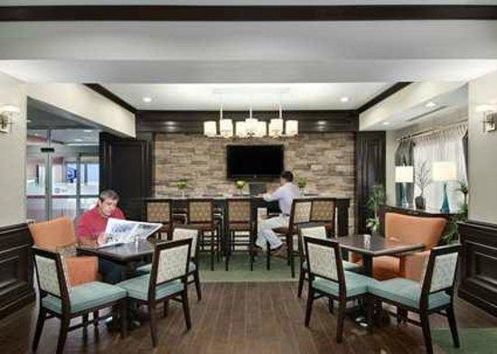 Hampton Inn Vernon: Lobby