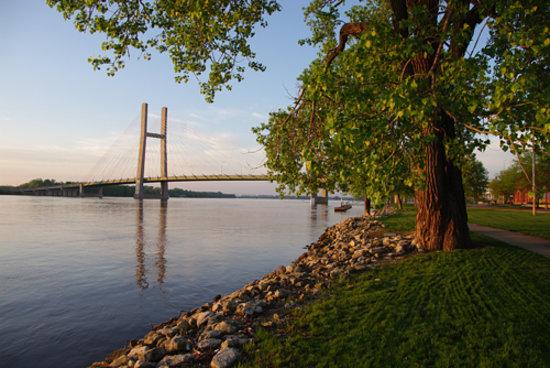 Burlington, IA:                   Mississippi River