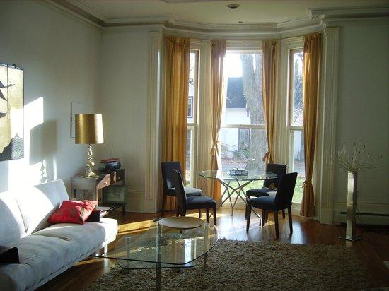 "Absolute 1000 Islands Suites: Apartsuite "" Grand"" living room"