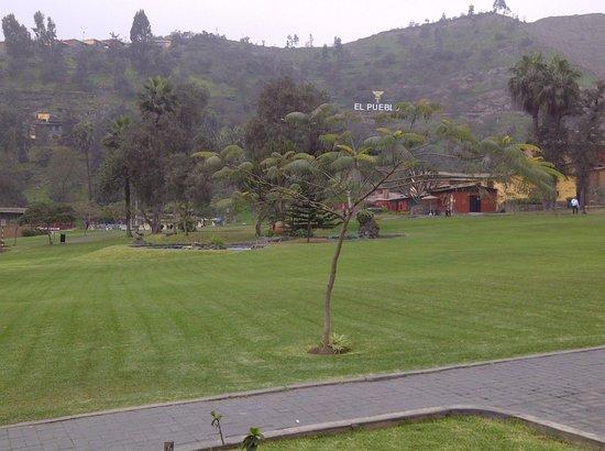 El Pueblo Resort & Convention Center:                   Vista amplia del resort