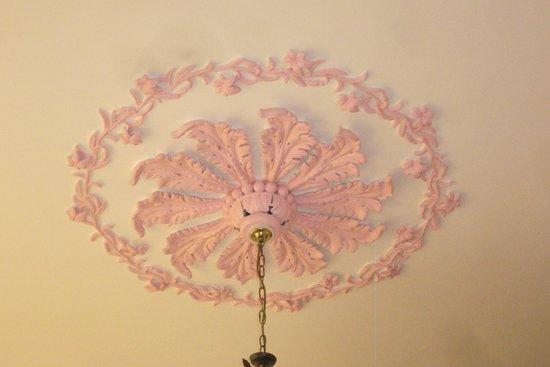 Bay Tree House: Plaster ceiling rose in Bedroom 3