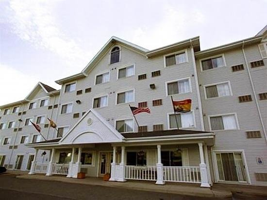 Lakeview Inns & Suites – Miramichi:                   Lakeview Inn and Suites Miramichi