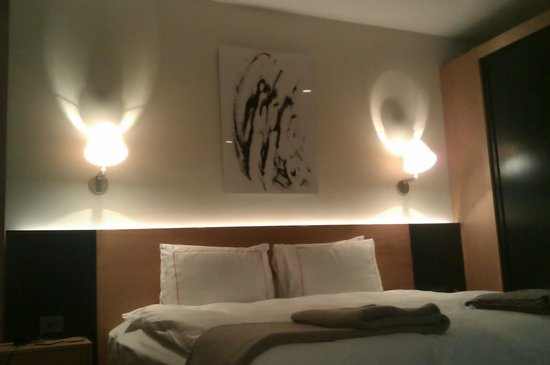 Misafir Suites 8 Istanbul: το κρεβάτι