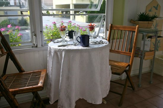 Bewitched & BEDazzled Bed & Breakfast : breakfast on the sunporch