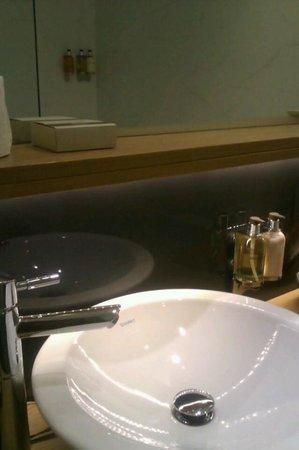 Misafir Suites 8 Istanbul: το μπάνιο