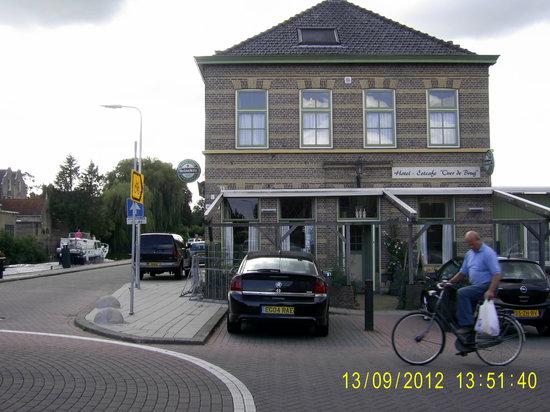 Hotel Over de Brug:                   2012 Same lovely people.