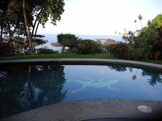 Costa Paraiso:                   Schöne Anlage direkt am Meer