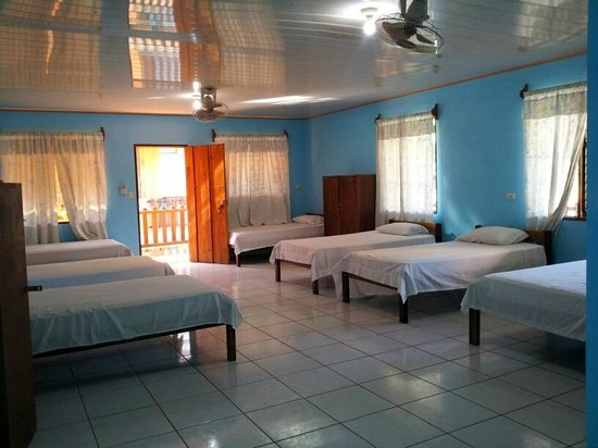Hotel La Amistad: Dorm room for 7