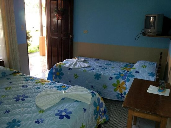 Hotel La Amistad: Double and Single Bed