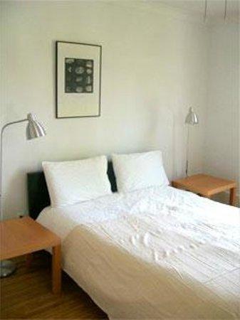 """Absolute 1000 Islands Suites: Apart-Suite """" Sunshine"""" Queensize bedroom"""