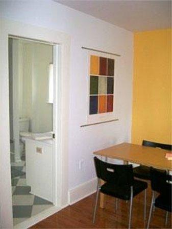 "Absolute 1000 Islands Suites: Apart-Suite "" Mapleview "" entrance bathroom"