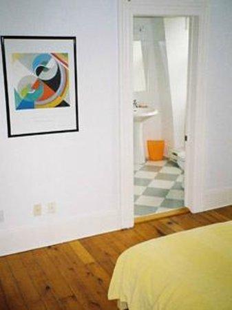 """Absolute 1000 Islands Suites: Apart-Suite """" loft """" entrance ensuite bathroom"""