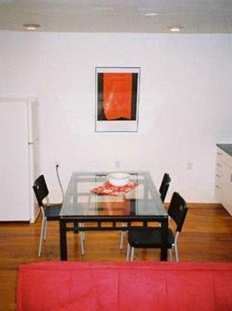 "Absolute 1000 Islands Suites: Apart-Suite "" Loft "" dining area"