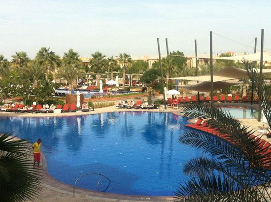 The Westin Abu Dhabi Golf Resort & Spa:                   Huge Pool Area