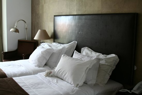 Lisboa Carmo Hotel:                   qeen size bed