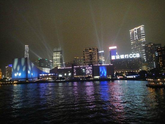 โรงแรมเรอแนสซองส์ ฮาร์เบอร์วิว:                   on board the harbour cruise... laser show
