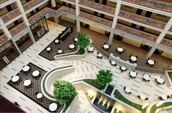 Embassy Suites by Hilton Chicago Downtown: New Atrium Seating