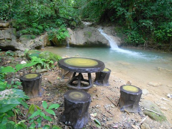Camping Tad Thong : Have a picnic on the way round the trail