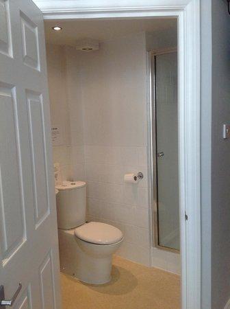 Aquarium Guest House:                   bathroom