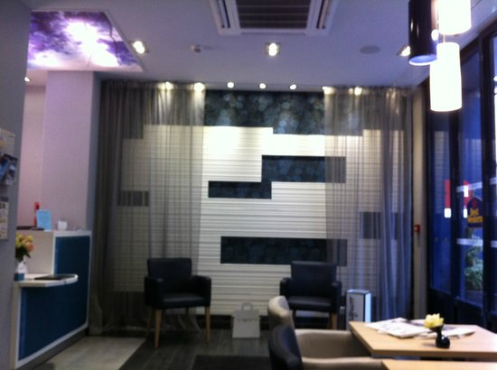 Hotel Prince Albert Montmartre:                   lobby