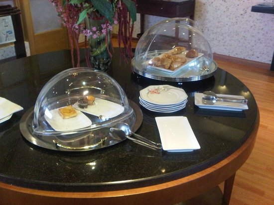 InterContinental Riyadh: VERY POOR FOOD CHOICES in the Club Lounge